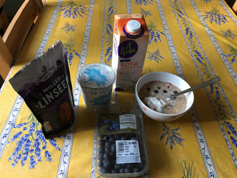 Breakfast with milled linseed